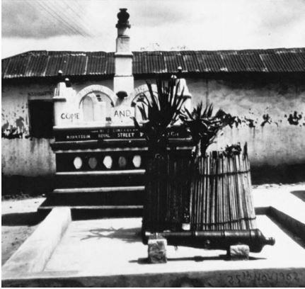 Original Mankessim shrine erected in 1981 photo by Doran Ross